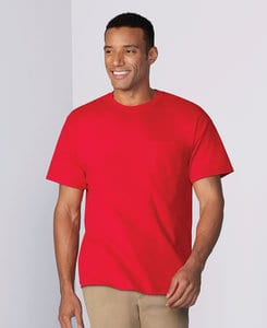 Gildan G5300 - Remera HeavyCotton con bolsillo para adulto
