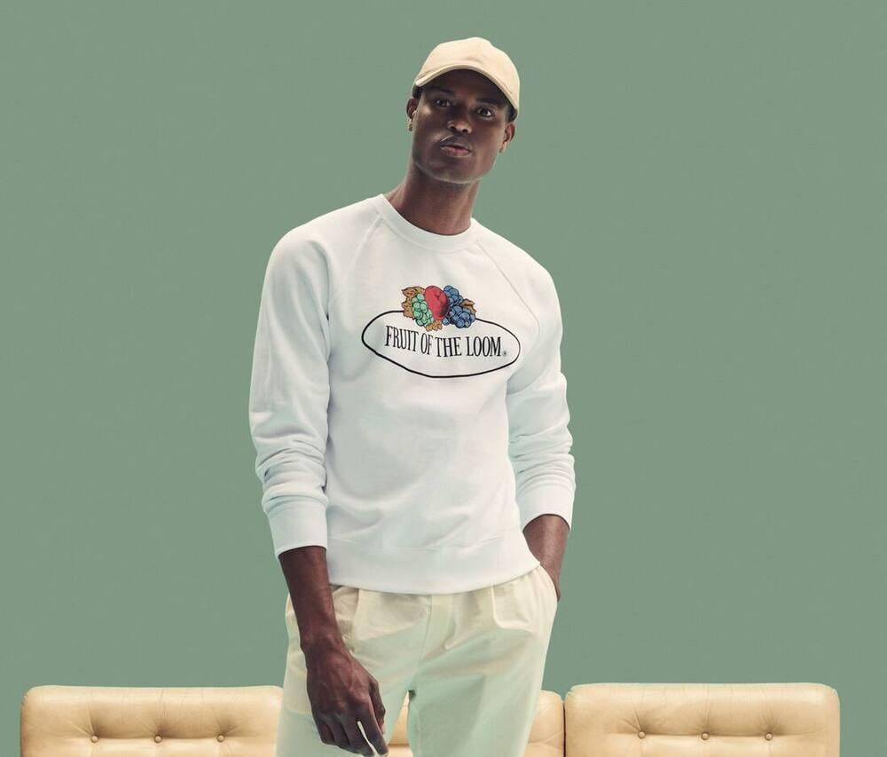 Unisex-round-neck-sweatshirt-with-Fruit-of-the-Loom-logo-Wordans